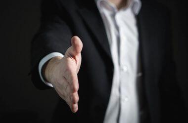 Os 8 passos da venda: guia definitivo para você implementar esse processo e vender mais